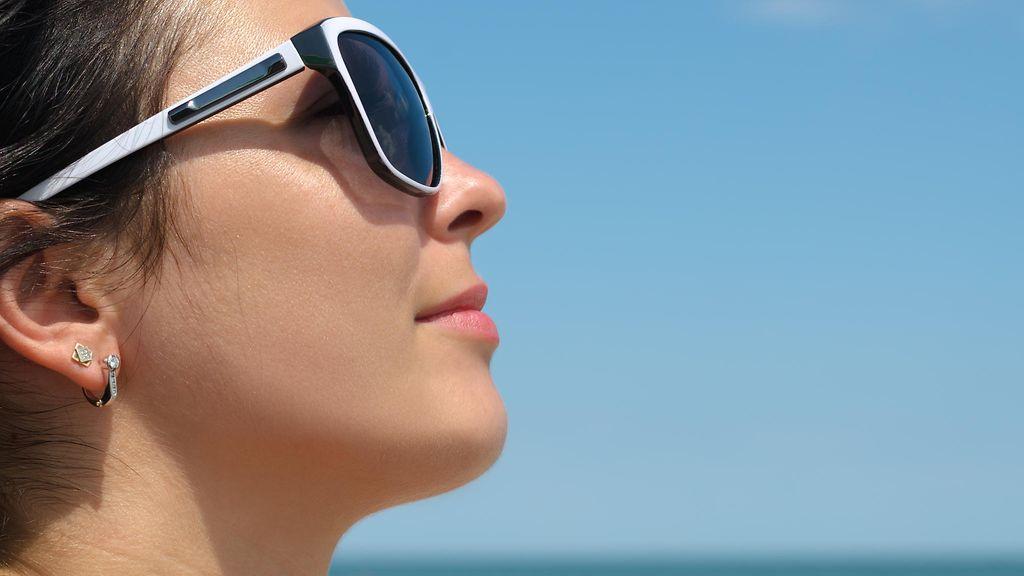 Aurinkolasit suojaavat häikäisyn lisäksi silmäsairauksilta - Studio55.fi df64b8bab8