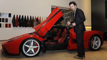 Keanu Reeves Ferrari (2)