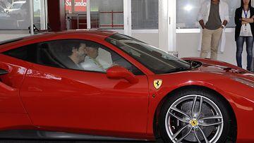 Keanu Reeves Ferrari (5)