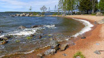 Aaltoja merellä 7. kesäkuuta 2015 Mustasaaressa. Lukijan kuva: Matti Hietala
