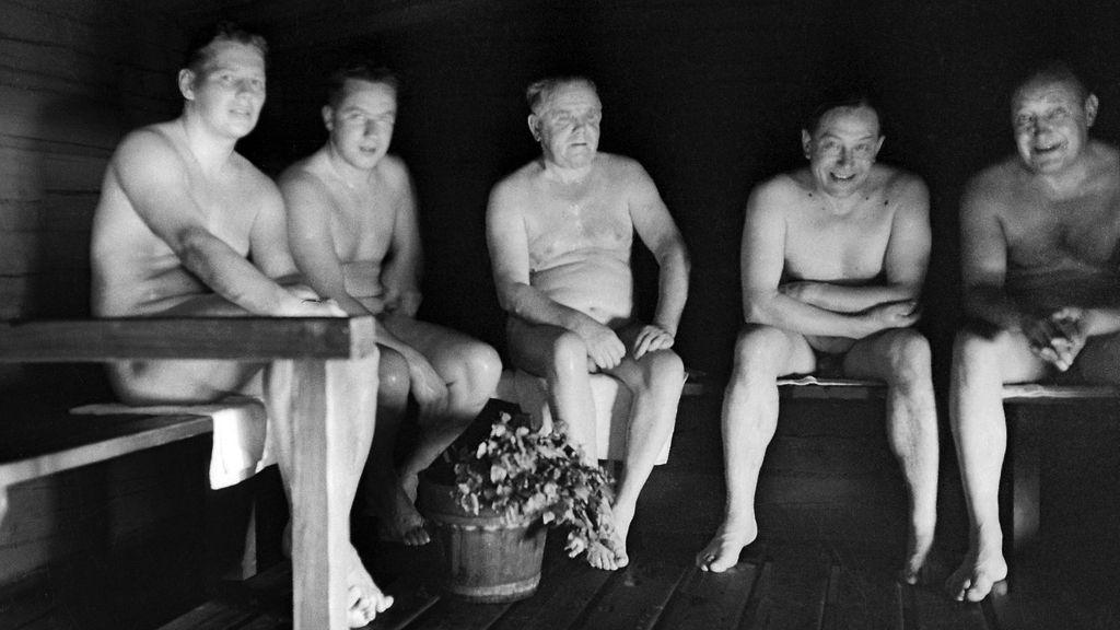 sata naista naiset saunassa