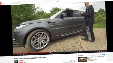Kuvakaappaus Range Roverin YouTube-videolta, jolla esitellään älypuhelinohjausta.