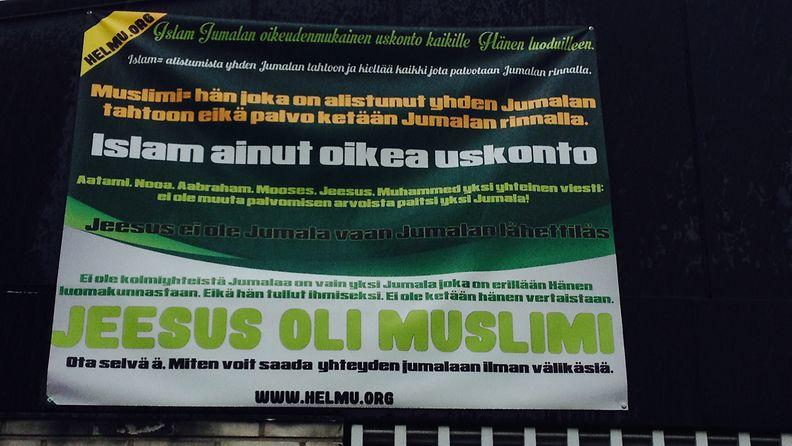 roihuvuori moskeija islam banderolli