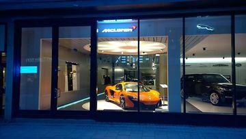 McLarenin Tukholman-liikkeen julkisivu.