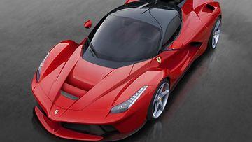 Lintuperspektiivistä katsottuna La Ferrarin korin muodot paljastuvat parhaiten.