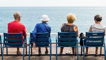Eläkkeellä ja lomalla (3)