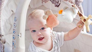 Vauva ja mobile