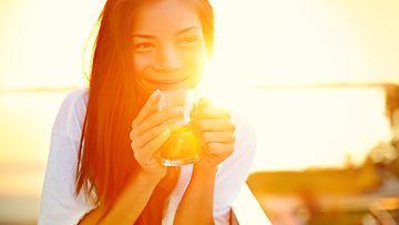 nainen, onnellisuus