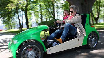 Scouterin maksiminopeus moottorilla on 25 km/h.