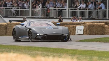 Aston Martin Vulcan Goodwood Festival of Speedin mäkiradalla.