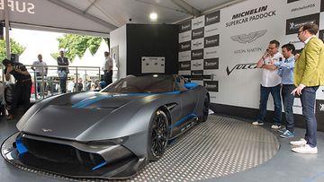Aston Martin ei ole vielä kertonut hintatietoja superautolleen.