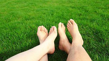 Nurmikko jalat