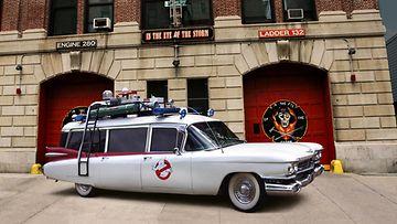 Vuoden 1959 Cadillac S&S, joka on rakennettu vastaamaan Ghostbusters-leffasta (1984) tuttua Ecto 1 -autoa.