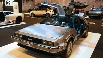 Paluu tulevaisuuteen -elokuvien DeLorean.
