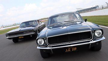 Steve McQueenin tähdittämässä Bullitt-elokuvassa nähty kaikkien aikojen takaa-ajo rekonstruoitiin vuonna 2014 Silverstonen radalla Englannissa.