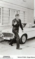 Roger Moore ajoi Simon Templarin roolissa Volvo P1800:lla, ja auto saikin lempinimen Pyhimys-Volvo tv-sarjan mukaan.