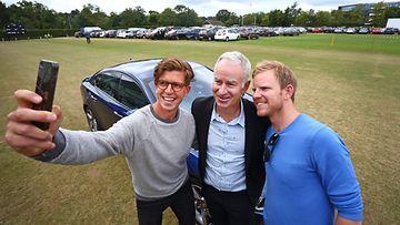 John McEnroen uran aikana ei selfie-kulttuuri ollut kukassaan, mutta tv-kommentaattorin uralla niitä on napsauteltu varmasti lukuisia.