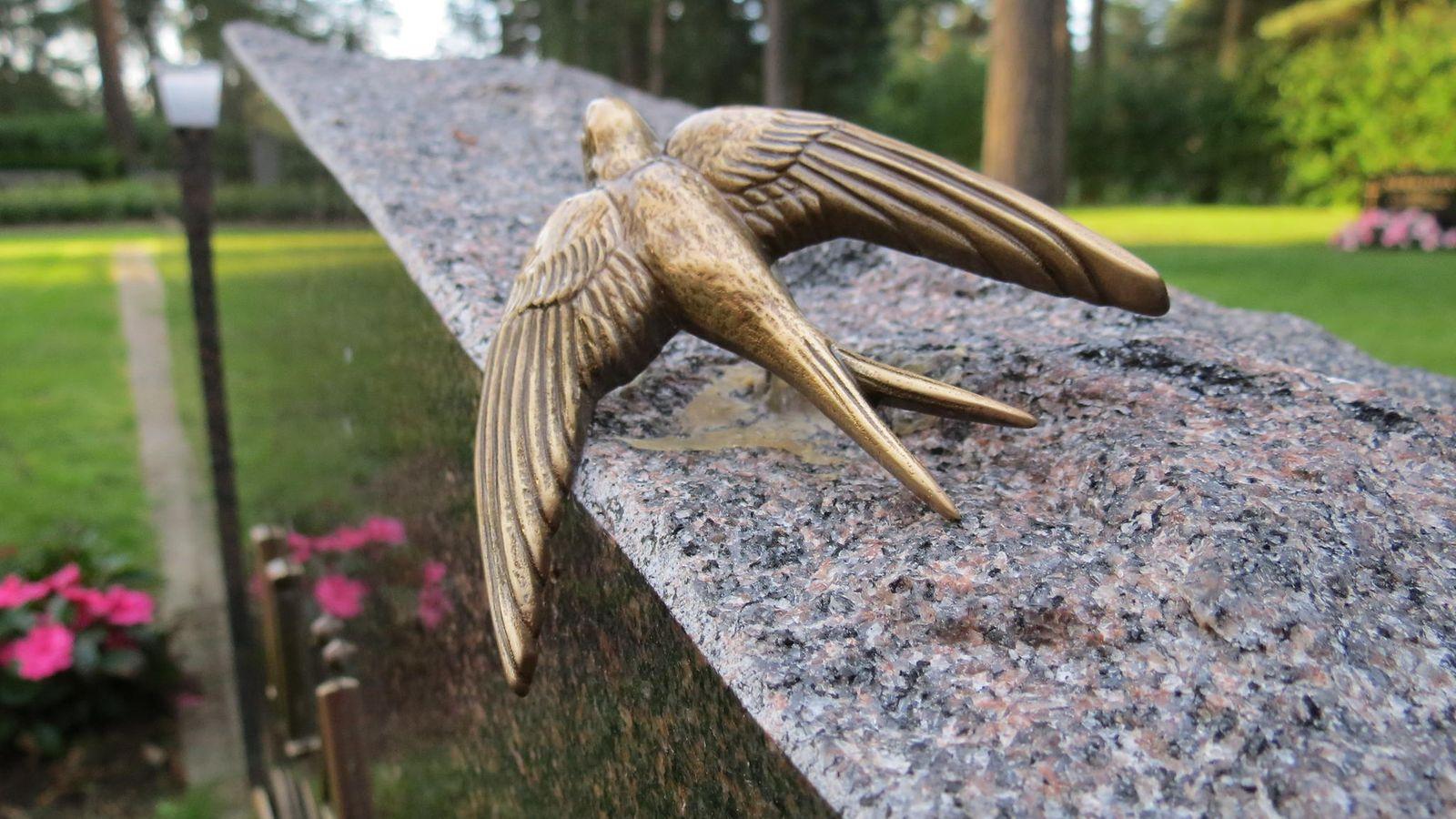 Muistolaatta Haudalle