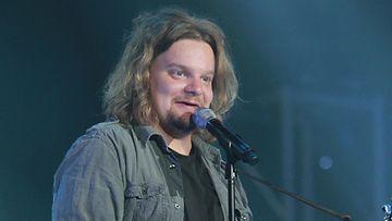 Koomikko Ismo Leikola kuvattuna Idolsissa vuonna 2011.