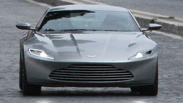 Aston Martin DB10 edestä
