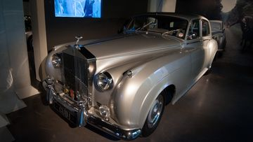 Rolls-Royce-Silver-Cloud-II,-the-view-to-kill