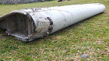 Kadonneen MH370-malesialaiskoneen siipi löytyi Reunionin saarelta Intian valtamereltä.