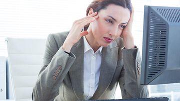 nainen työpaikalla