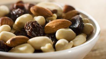 pähkinät, rusinat