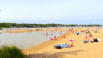 Lämmin sää veti rannalle Vaasassa 9. elokuuta 2015. Lukijan kuva: Matti Hietala