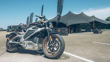 Harley-Davidson esitteli sähköpyöriään Hollannin Lelystadissa, poliisiopiston koulutusradalla.