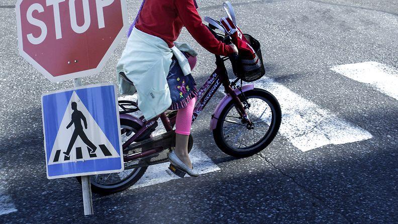 Lapsi liikenne suojatie stop