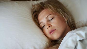 Nainen nukkuu (1)