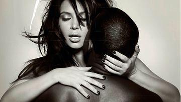 Kim Kardashian poseerasi alastomana  L'Officiel Homme -lehden kannessa odottaessaan esikoistaan.