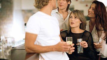 Naisia juhlissa (3)