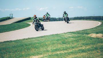 Harley-Davidson Project Livewiren pyöriä Hollannin Lelystadissa poliisiopiston radalla.