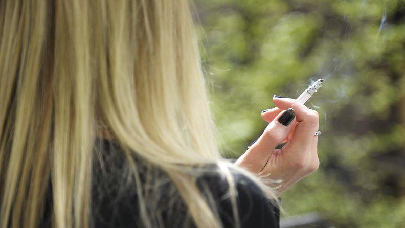 Tupakoitsija (2)