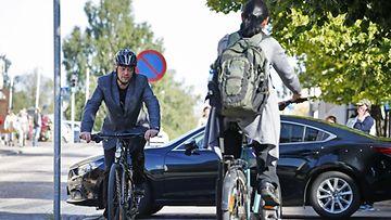 Pyöräily pyöräilijä liikenne polkupyörä kypärä