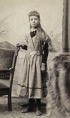 Nuori tyttö vuonna 1898.