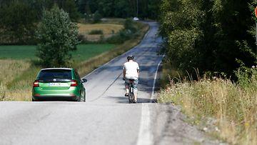pyöräilijä ohitus