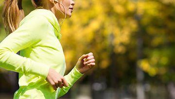 nainen, lenkillä, syksy
