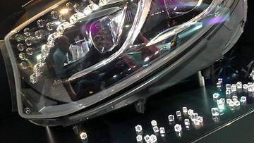 Laser-valojärjestelmän kristalliin yhdistämällä saadaan kymmeniä prosentteja lediäkin tehokkaammat ajovalot.