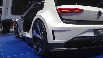 Volkswagen Golf GTE -konseptin takapään ilme viestii uhmaa.