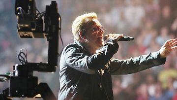 U2 Bono lavalla Torinossa 4.9.2015