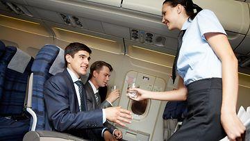lentokoneessa, matkustajat, lentoemäntä
