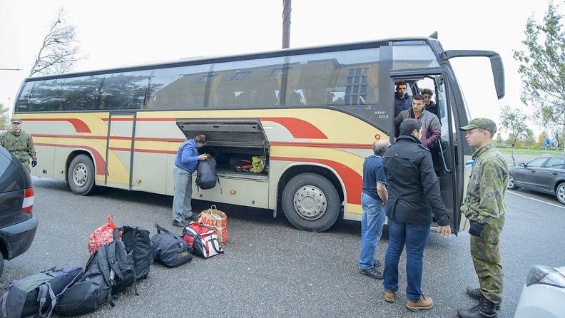 Tornio, turvapaikanhakija, vastaanottokeskus, pakolainen, bussi