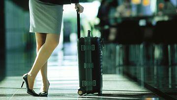 nainen_lentokenttä