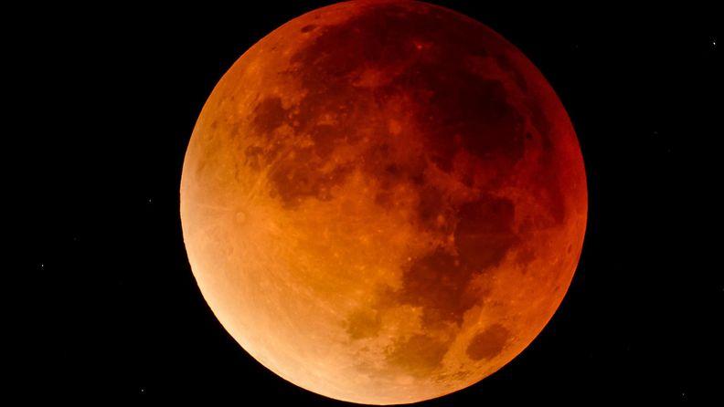 Kuu punainen