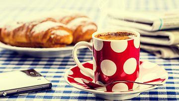 kahvi, croissantit