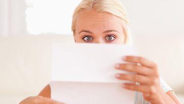 kirje, nainen, kauhistunut, yllättynyt