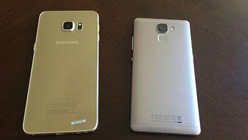 Samsung Galaxy Edge+ ja Huawei Honor 7 Android kännykkä